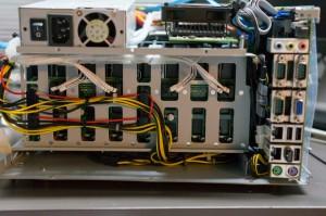 原本兩組PCI-E 6pin 改為HDD供電